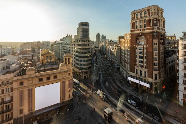 Luchtfoto van de gran via in madrid