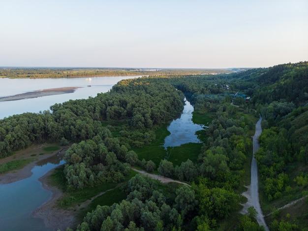 Luchtfoto van de grote siberische ob-rivier