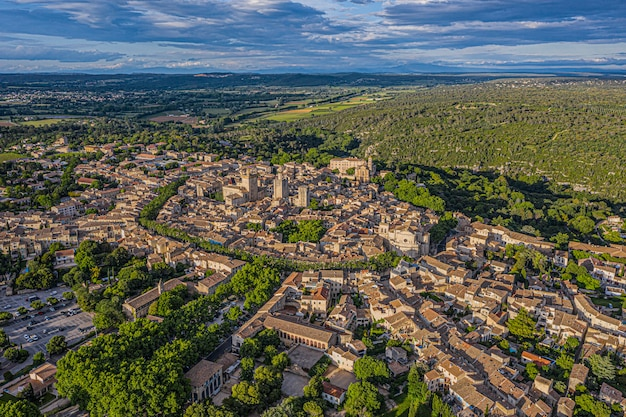 Luchtfoto van de historische stad uzes, frankrijk
