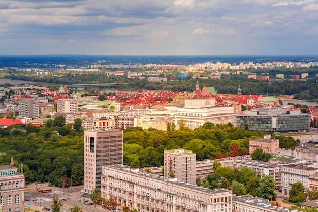 Luchtfoto van de moderne en oude stad, warschau, polen