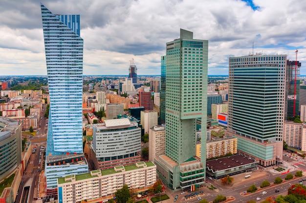Luchtfoto van de moderne stad in warschau, polen