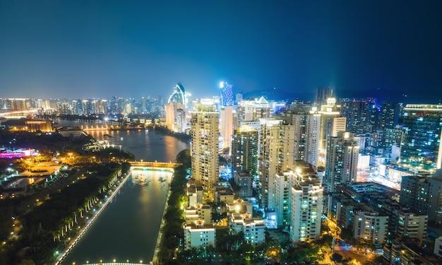 Luchtfoto van de moderne stad landschap nacht uitzicht van xiamen, china