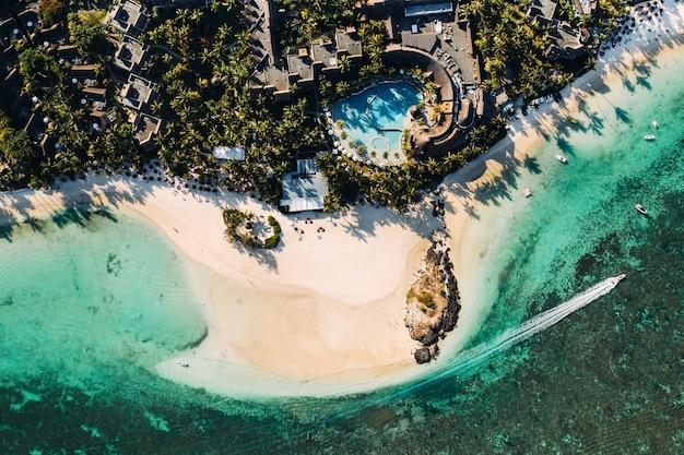Luchtfoto van de oostkust van mauritius