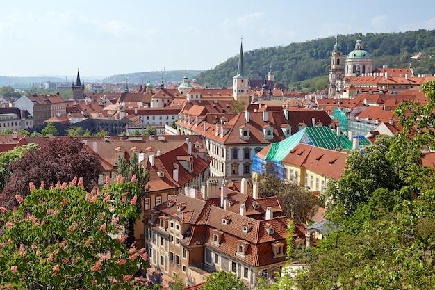 Luchtfoto van de oude stad praag, tsjechië.
