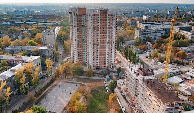 Luchtfoto van de prachtige brandende stadslichten
