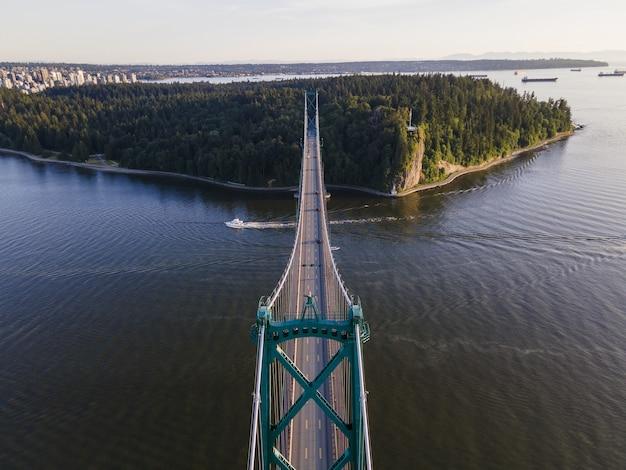 Luchtfoto van de prachtige lions gate bridge, vancouver, british columbia