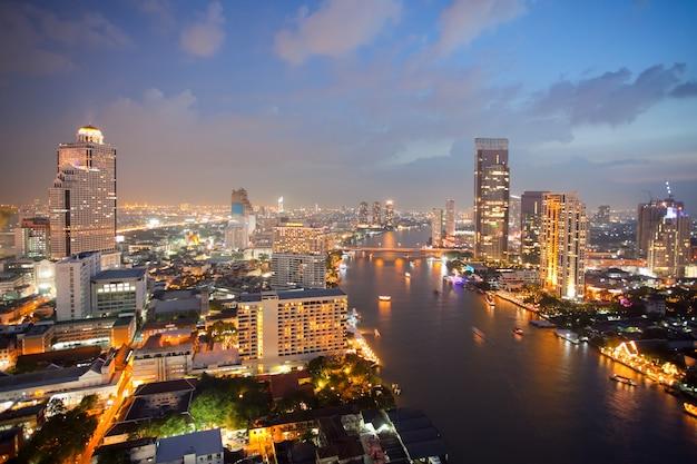Luchtfoto van de skyline van bangkok