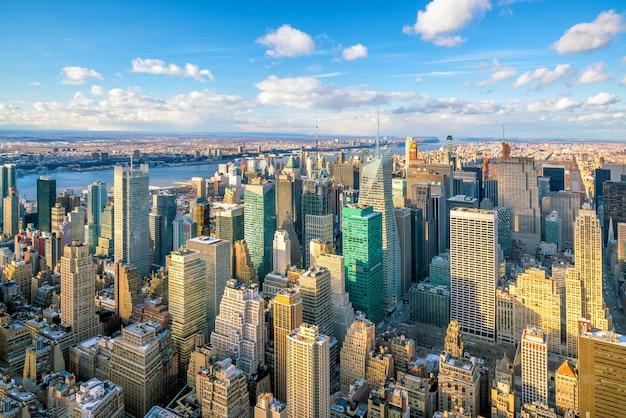 Luchtfoto van de skyline van manhattan, new york city in de verenigde staten
