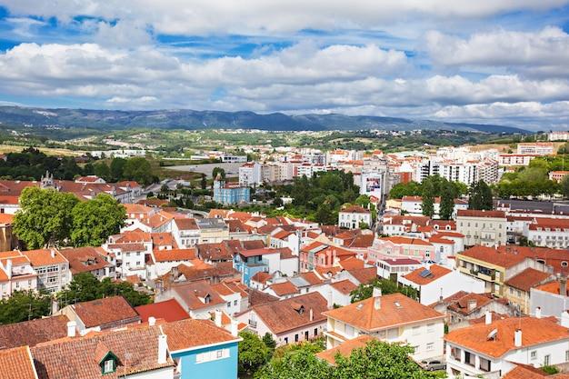 Luchtfoto van de stad alcobasa, oeste subregio van portugal