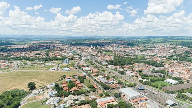 Luchtfoto van de stad mococa, sao paulo / brazilië.