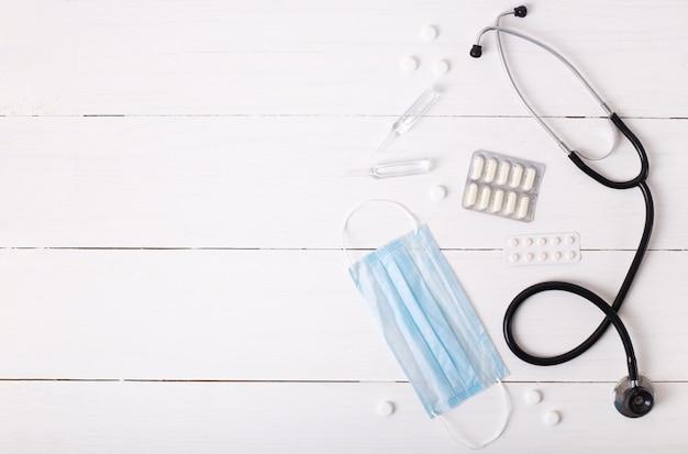 Luchtfoto van de tabel bovenaanzicht van accessoires gezondheidszorg & medische achtergrond concept.