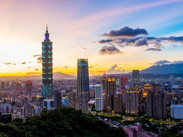 Luchtfoto van de zonsondergang van de stad taipei, taiwan