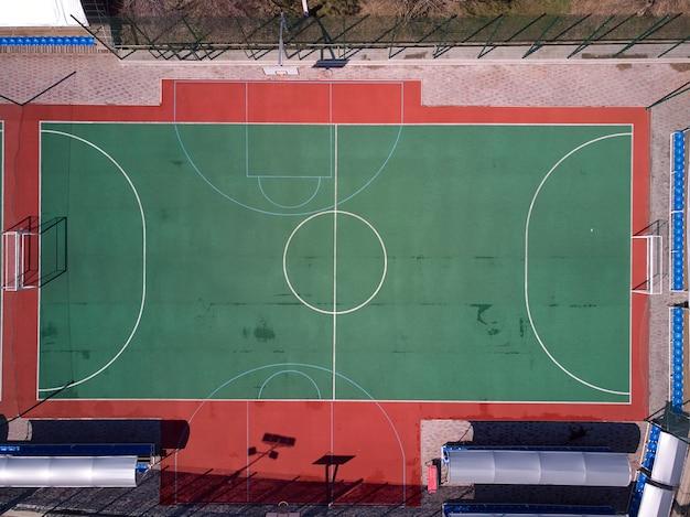 Luchtfoto van drone tot mini voetbalveld