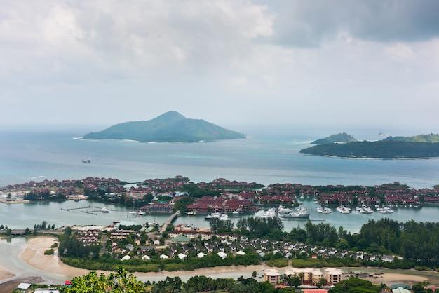 Luchtfoto van eden island mahe seychellen