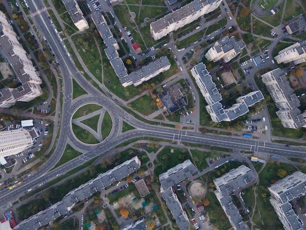 Luchtfoto van een dichtbebouwd gebied van de stad