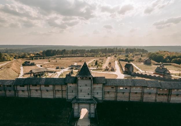 Luchtfoto van een middeleeuws houten fort