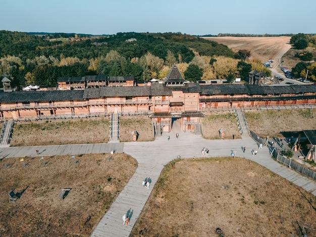 Luchtfoto van een middeleeuws houten fort Premium Foto