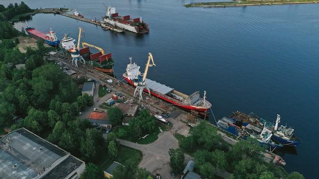 Luchtfoto van een schip