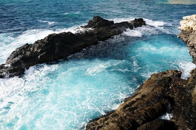 Luchtfoto van een strand naast ajuy, spanje