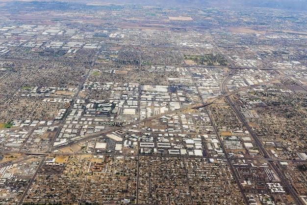 Luchtfoto van een wijk in het stadscentrum in de skyline van phoenix, arizona us