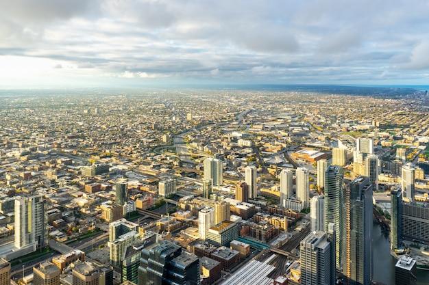 Luchtfoto van gebouwen van de stad overdag