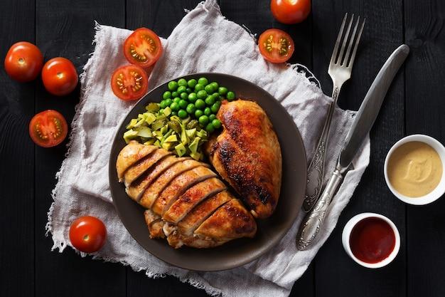 Luchtfoto van gebraden kippenfilet