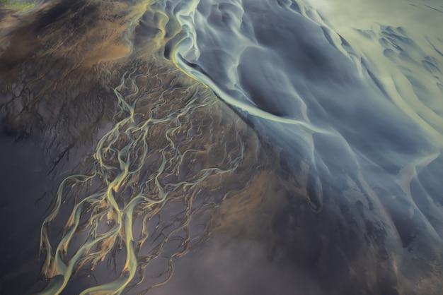 Luchtfoto van gletsjerrivieren in ijsland