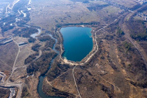 Luchtfoto van granietgroeve