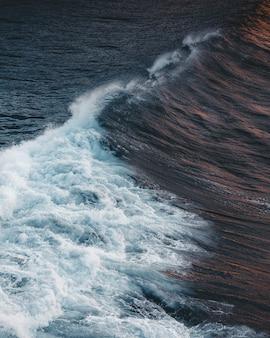 Luchtfoto van great ocean road bij zonsondergang, victoria, australië