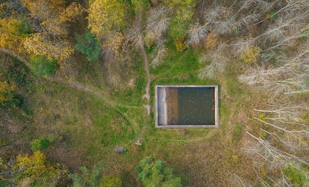 Luchtfoto van grondgebied van bunkerresten