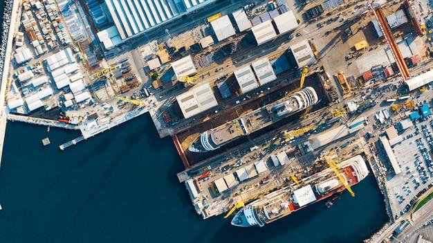 Luchtfoto van haven voor import en export en logistiek