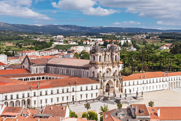 Luchtfoto van het alcobaca-klooster in alcobaca, portugal