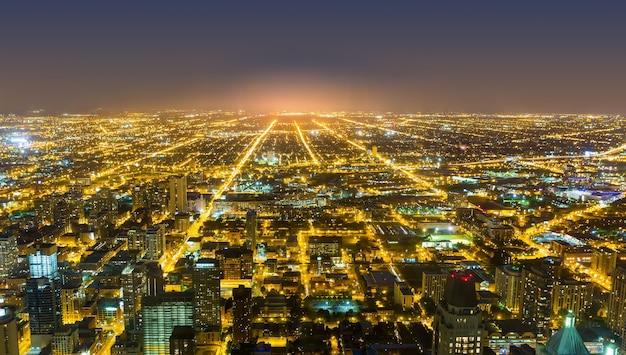 Luchtfoto van het centrum van chicago, nacht uitzicht