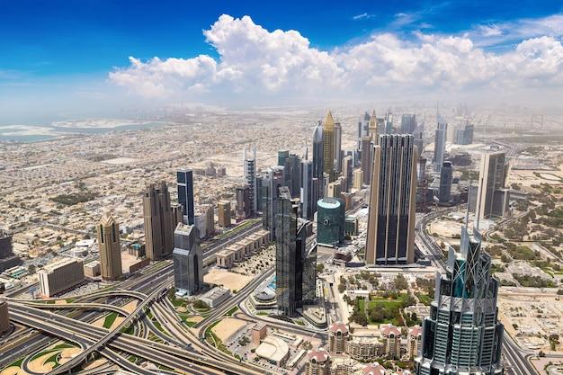 Luchtfoto van het centrum van dubai in verenigde arabische emiraten