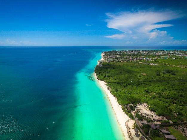 Luchtfoto van het kustgebied in zanzibar, tanzania