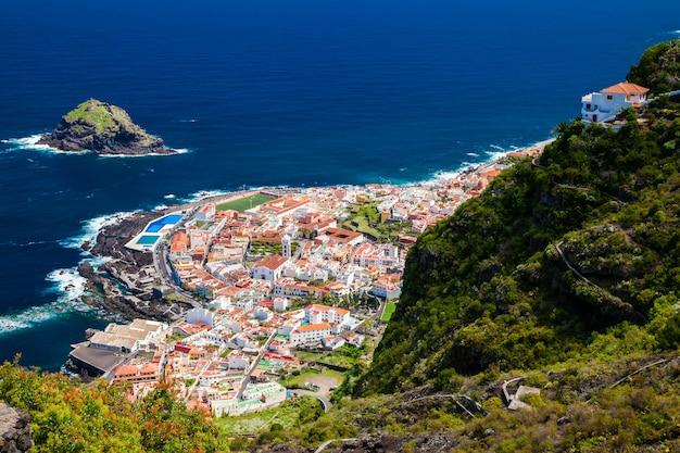 Luchtfoto van het mooie stadje garachico
