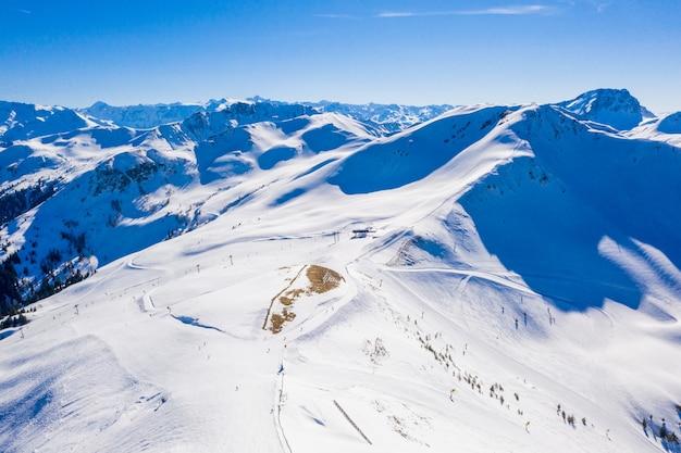 Luchtfoto van het skigebied chamonix mont blanc in de alpen