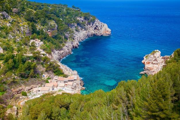 Luchtfoto van het strand cala de deia
