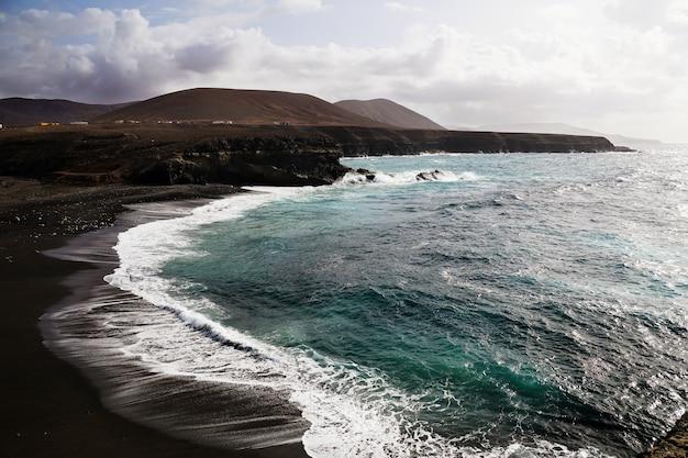 Luchtfoto van het strand van playa de ajuy in ajuy, spanje