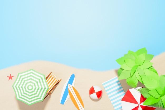 Luchtfoto van het strandresort met kopieerruimte. accessoires voor zomervakanties in het zand