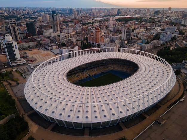 Luchtfoto van het voetbalstadion in de stad in europa