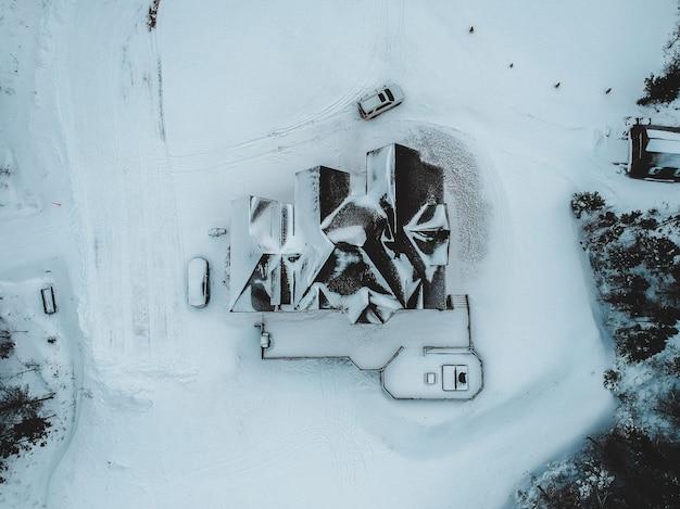 Luchtfoto van huis in de winter