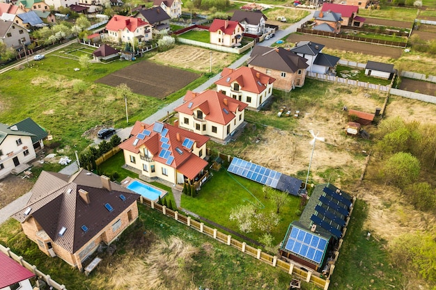 Luchtfoto van landelijk gebied in de stad met woonhuizen