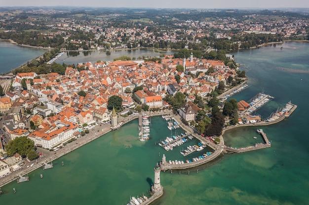 Luchtfoto van lindau, stad aan het meer bodensee