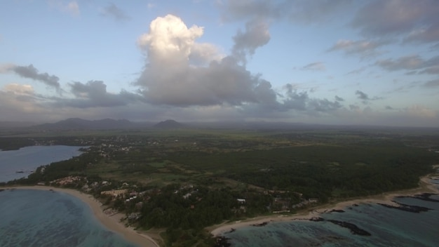 Luchtfoto van mauritius met zijn kustlijn