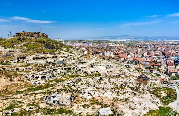 Luchtfoto van nevsehir castle in cappadocië, turkije,