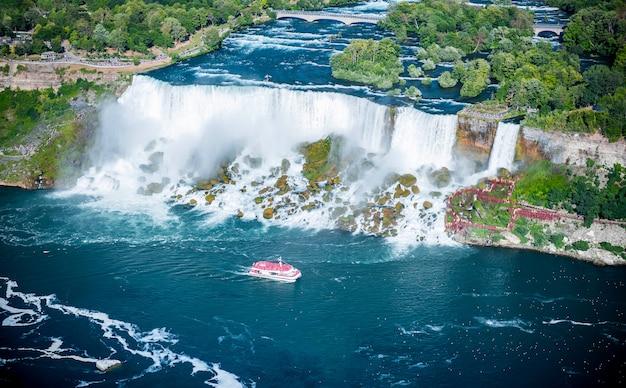 Luchtfoto van niagara waterval in de zomer