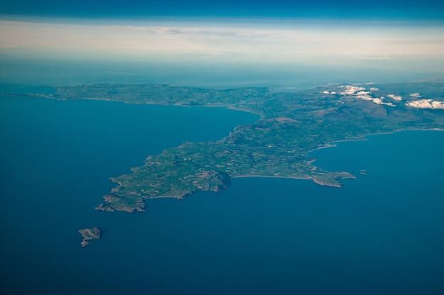 Luchtfoto van noord-wales, anglesey en snowdonia