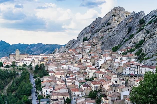 Luchtfoto van pietrapertosa, basilicata, italië
