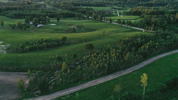 Luchtfoto van platteland en weg
